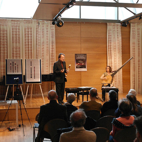 Launch concert, Peter Holtslag explaining